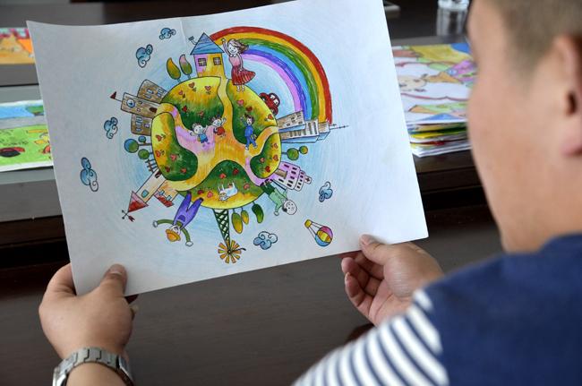 举办 我眼中的城市文明 儿童绘画大赛